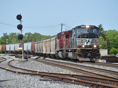 Taking the cutoff (Robby Gragg) Tags: ns northbrook sd70m 2585