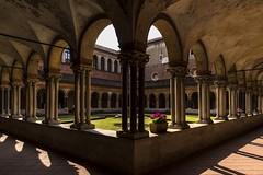 vercelli 160522_027 (gmcvrphoto) Tags: ombra architettura volta portico colonna pozzo capitello vercelli catena mattoni colonnato santandrea
