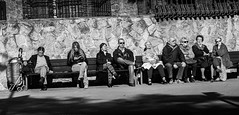 ... lugares comunes!!!  / ... common places!!! (Fede Falces ( ...... )) Tags: barcelona people blackandwhite bw sun wall contrast fence bench happy noiretblanc candid group olympus sharing streetphoto 28 monday urbanlife em1 citystories