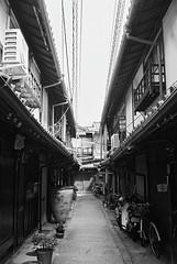Rollei35T_Kyoto_20120330_13 (Jun Takeuchi) Tags: bw film monochrome japan rollei blackwhite kyoto kodak   filmcamera rollei35 bw400cn c41 tessar rollei35t tessar40mmf35