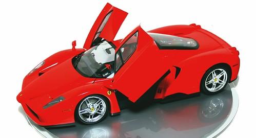 Tamiya Ferrari Enzo 1-12