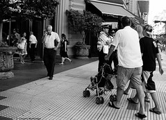 A place on heaven / Un lugar en el paraíso (Claudio.Ar) Tags: street city people bw men topf25 argentina kids calle buenosaires women gente candid sony ciudad dsc h9 robada claudiomufarrege