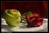 ,, (Fatimah Alzwyed .. Instagram:fatimahalzwyed) Tags: شمس تفاح ورده كواليس قطرات زجاج بسيط حمراء اضاءة بصمة انين