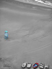 Apulien - Strand bei Vieste (BilderInfo) Tags: ocean italien blackandwhite italy beach water strand boats sand meer wasser italia © boote schwarzweiss puglia vieste gargano foggia strukturen apulien