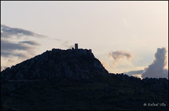 Sierra de Alange y castillo - Extremadura (Rafael Vila) Tags: silhouette skyline landscape atardecer paisaje sierra silueta castillo extremadura alange
