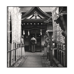 prayer  osaka, kansai  2015 (lem's) Tags: woman japan rolleiflex temple femme prayer flags osaka kansai japon planar drapeaux priere