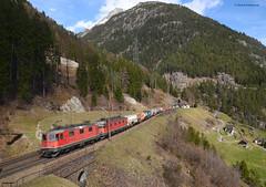 Re 4/4 11281 und Re 6/6 11678 (vsoe) Tags: railroad panorama mountain train schweiz switzerland swiss engine railway sbb berge bahn ch zge gotthard wassen sbbcargo