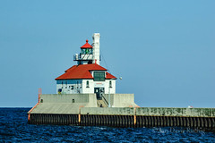 Duluth Harbor East Breakwater Light (Jan Davis Ruthig) Tags: light lighthouse lake minnesota greatlakes beacon duluth lakesuperior navigation guidinglight greatlakesshipping navigational navigationallight shippingchannels jlruthig