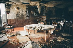 La table du chef (Vernamm2) Tags: brown canada mushrooms nikon dragon montréal decay kitsch explore québec tables buffet resto champignons moisissure urbex fongus 2016 abandons vsco