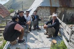 REUNI D'HOMES (Bsnia i Herzegovina, agost de 2012) (perfectdayjosep) Tags: lukomir menoflukomir bsniaiherzegovina bosniaherzegovina bosnieiherzegovine balkans balcanes balcans perfectdayjosep