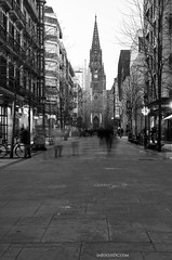 A city moving | B&W (inFocusDCPhoto  Young Spanish photographer) Tags: people espaa white black blanco spain nikon europa europe gente cathedral negro catedral sansebastian euskalherria euskadi donostia gipuzkoa 7000 d7000 guizcoa