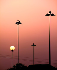 Urban sunset (Robyn Hooz) Tags: street sunset sun fog canon disco eos tramonto zoom wires layer luci sole nebbia lampioni fili humid umido silouhettes strato sagome 550d efs18135is