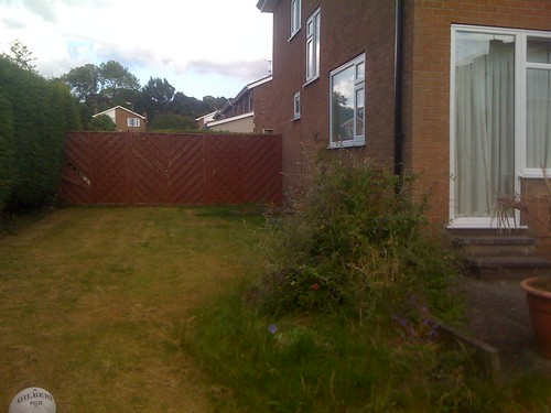 Hardwood Decking Alderley Edge - Modern Family Garden. Image 4