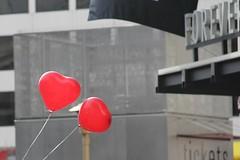 Amor por siempre / Love forever (Hesanz photography.) Tags: california street city red color love canon balloons hearts eos calle rojo day heart amor ciudad together excellent always forever globos da siempre corazn globo juntos corazones united yabbadabbadoo san francisco states 60d estados unidos excellent coloredballoon