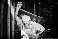 Montevideo, Uruguay - 10/2013 (Nicolas Raddatz) Tags: portrait urban blancoynegro latinamerica uruguay blackwhite bokeh retrato cigarette streetphotography urbano montevideo cigarrillo candidphotography latinoamérica leicam8 leicasummicronm35mmasph fotografíacallejera montevideostreetphoto wwwmontevideostreetphotocom