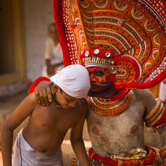 People Asking Questions About The Future During Theyyam Ceremony, Thalassery, India (Eric Lafforgue Photography) Tags: travel red people india color colour men outside outdoors hope necklace sand day mask audience faith performance ceremony belief kerala future devotion teenager actor ritual spirituality turban attention hinduism assistance prediction confidence youngboy colorimage indianculture thalassery tellicherry waistup traveldestination indiantradition oneoldwoman touristicdestination semidressed indianbelief