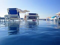 "SOL DEL CARIBE, PISCINA A RAS DEL MAR Y ""MOJITO"".  Serie (1 de 2) (xaciso / ON-OFF) Tags: cruise beach mxico atardecer tramonto gardenofeden horizon bluewater yucatan playadelcarmen tranquility playa piscina riposo swimmingpool aguaazul mojito rest calma spiaggia crociera sweetwater horizonte platja calmness lateafternoon caribe crucero orizzonte reposo tranquilidad aguadulce aiguablava tranquillit caribeansea horitz acquadolce creuer paraisoterrenal mxic acquaazzurra tranquillitat reps mardelcaribe saariysqualitypictures aiguadola vesprejar paradisoterrenale paradisterrenal"