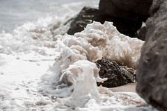 Espuma (Aicbon) Tags: barcelona detalle water 50mm mar agua mediterraneo 14 delta catalonia catalunya aigua ola platja onada espuma viladecans maditerrani fotorapida prpura