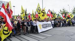 D3s_20160611_155155 (martin juen) Tags: vienna wien demo austria österreich demonstration polizei rechts aut barrikaden nationalismus gegendemo pfefferspray barrikade polizeigewalt rechtsextrem martinjuen revisonismus identitär identitäre 12062016 12juni2016