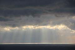 برزخ-------------------------------------------------------------------- Isthmus (Fares Al-876ANI) Tags: light clouds sunrays lightrays isthmus بحر الشمس سحاب أشعة سحب برزخ شعاعالشمس