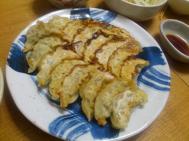 【今日の夕げ:餃子.大根サラダ.中華スープ】の写真