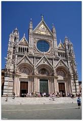 Duomo de Siena (Carol Novo) Tags: summer italy arquitetura italia sony unesco igreja verão siena duomo alpha dslr toscana 230 fachada itália a230 patrimôniodahumanidade góticaromânica giovanipisano