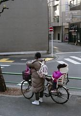 猿楽町 自転車に乗るひとたち Chiyoda-ku, Tokyo (ymtrx79g ( Activity stop)) Tags: street color slr film bicycle japan analog tokyo 35mmfilm fujifilm 東京 135 chiyodaku industar 自転車 街 写真 千代田区 銀塩 フィルム fujicast801 industar50250mmf35 stopandwait fujicolor記録用100 停止待機 201202blog