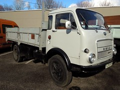UNIC OM 38D (1970) Benne MARREL (xavnco2) Tags: show old france truck tipper exposition lorry passion trucks 1970 om bourse nord benne unic lkw camions autocarro cassone modlisme 38d basculante wasquehal marrel ribaltabile