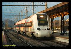 Automotor 598 en Bobadilla (Explore) (José Francisco_(Fuen446)) Tags: railroad train tren trenes trains málaga ferrocarril renfe ourtime dmu automotor 598 bobadilla diésel s598 automotordiésel
