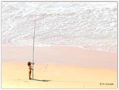 La nia que pescaba peces de colores # The girl who was fishing goldfish [Explore - Feb 29, 2012] (F. Vargas) Tags: naturaleza nature mar flickr playa natura fp robado calasderoche destrada ringexcellence niapescando