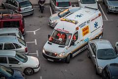 no podia pasar por  los coches mal aparcados (ibzsierra) Tags: canon is 14 ibiza 7d eivissa 142 baleares salud incidente emergencia ibsalud 270200 usmduplicador