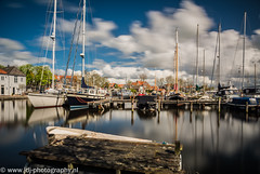 Spaarndam Marina (JdJ Photography (www.jdj-photography.nl)) Tags: city trees houses sky sun sunlight reflection haarlem netherlands spaarne clouds marina river living town bomen europa europe day afternoon village bright ships country nederland wolken sunny land daytime lucht dag gemeente helder continent zon province stad dorp noordholland pol zonlicht middag huizen municipality reflectie benelux rivier schepen wonen spaarndam jachthaven zonnig provincie northholland cumulusclouds stapelwolken overdag
