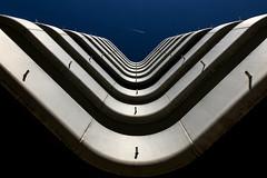 Vers l'infini et au-del..... (Isabelle Gallay) Tags: street city blue light sky urban wall architecture plane fuji lumire bordeaux bleu ciel fujifilm mur ville avion urbain aquitaine gironde mriadeck fujix30