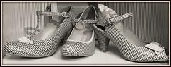Shoes (Körnchen59) Tags: white black handy women shoes samsung laden mode schuhe elke schwarz damen weis körner kariert körnchen59
