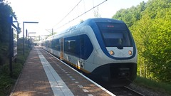 SLT 2627 staat klaar voor vertrek richting Breukelen op station Rhenen (T Train) Tags: ns slt rhenen nsr sprinter passagiers