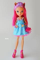 Howleen Wolf (Xeniya_) Tags: pink blue blueeyes custom repaint howleen monsterhigh howleenwolf ooakmonsterhigh ooakhowleen