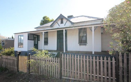 31 Brock St, Young NSW 2594