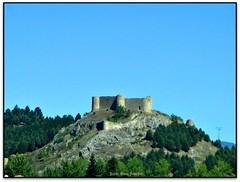 Castillo de Aguilar de Campoo (Jess Cano Snchez) Tags: espaa castle canon spain romanesque castillo romanic romanico castell castilla espanya castella castillayleon aguilardecampoo elsenyordelsbertins enunlugardeflickr montaapalentina castellailleo ixus132 palenciaprovincia