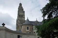 Tours (Indre-et-Loire) (sybarite48) Tags: france museum museu cathedral toren dom catedral muse steeple campanile cathdrale museo tours muzeum campanario kathedraal   cattedrale clocher  katedra mze kirchturm  indreetloire katedral  campanrio        wiey  ankulesi