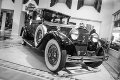 Petersen Musuem, LA (vapi photographie) Tags: california old white black classic car museum vintage la los noir angeles muse blanc packard petersen lebaron