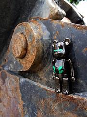 L'appel mcanique. (AGUILA81) Tags: bearbrick berbrick bear toy plastic arttoy zeus realsteel sf medicom secret