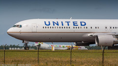 United 767-300 over taxiway Z (Nicky Boogaard Photography) Tags: classic amsterdam wow airport aviation air united croatia delta airbus boeing airlines schiphol a330 tui airfrance 767 737 astana a319 dmaviation