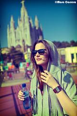 Olga (Marc Carrera) Tags: barcelona portrait sun sol water face sunglasses canon hair bottle procesocruzado agua retrato crossprocess cara 24mm perla tibidabo rayban pelo perlas capucha gafasdesol veri marccarrera