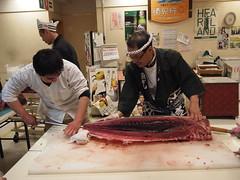 鮪の解体 (がじゅ) Tags: 散歩 荻窪 スーパー 魚屋 epl2