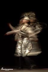 Pennellate di luce (muttos) Tags: danza luce parigi mosso pennellate