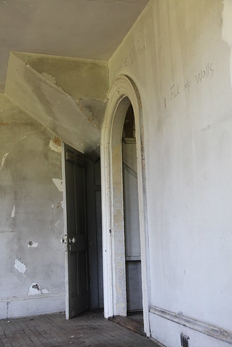 Round doorways in the main rooms