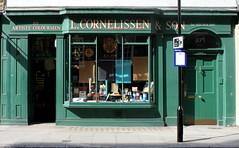 L.Cornelissen & Son: Great Russell Street (Curry15) Tags: london shop bloomsbury georgian shopfront paints wc1 est1855 londonshops cornelissen gradeiilisted flutedpilasters lcornelissenson 105greatrussellstreet supplierforgilders