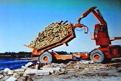 K4LF Dumping (The Koehring Guy) Tags: ontario stone river fort forestry boise cascades ft loader frances k4 rainny bowater abitibi waterous forwarder koehring cosolidated k4lf