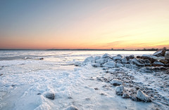 Standstill of the sea (c.r.photoholic) Tags: ocean winter ice canon see sonnenuntergang mark balticsea ii greatshot l 5d blau mwe eis sonne kontrast ostsee kiel vogel felsen langzeitbelichtung spritzer 2470 strande 2470mm28 5dmarkii