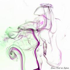 Les Arabesques du Temps (Sous l'Oeil de Sylvie) Tags: green art purple time pentax smoke violet vert sensual mauve abstraction 1855mm temps lignes volupt voluptuous abstrait fume k7 courbes volutes sensualit arabesques sousloeildesylvie